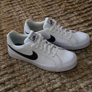 Men's Nike Sneakers - size 10